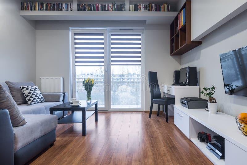 Interior casero funcional en nuevo estilo foto de archivo
