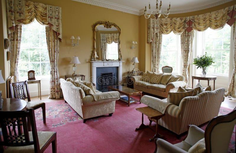 Interior clásico de la sala de estar foto de archivo