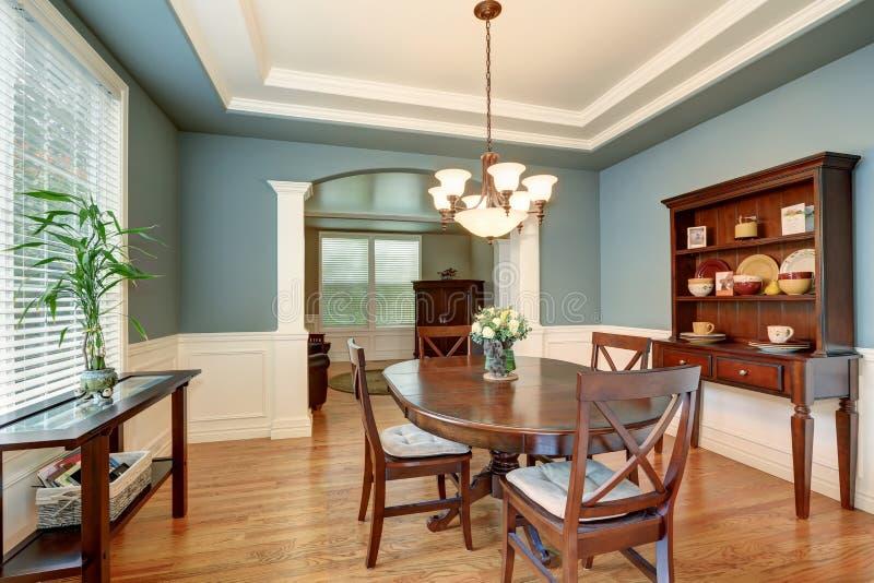 Interior clássico americano da sala de jantar com paredes verdes fotografia de stock royalty free