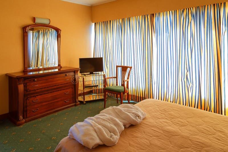 Interior clássico do quarto do hotel do vintage no recurso moderno imagens de stock royalty free