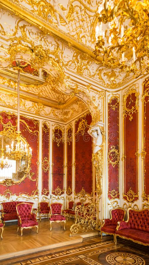 Interior claro luxuoso da sala de estar imagens de stock royalty free