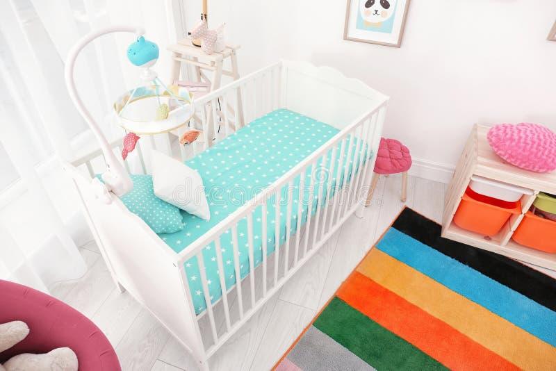 Interior colorido da sala do bebê com ucha foto de stock royalty free