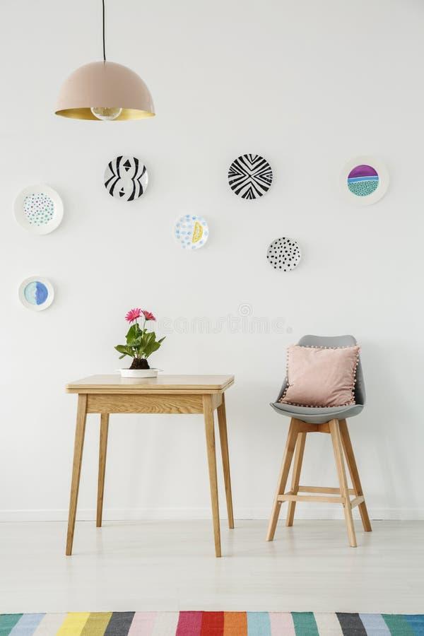 Interior colorido del comedor foto de archivo