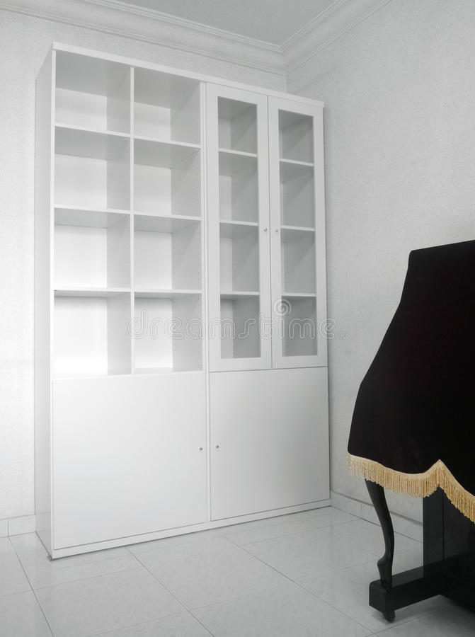 Interior con el nuevo estante de libro vacío fotos de archivo