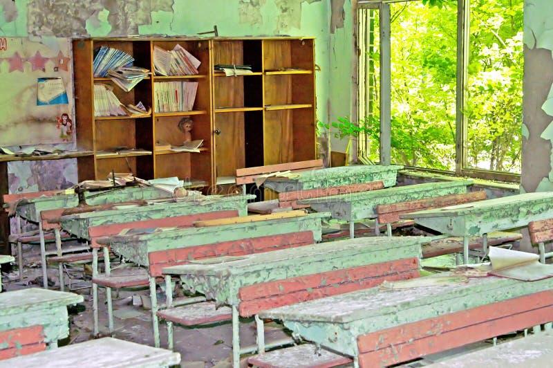 Interior constructivo abandonado en escuela en la zona de Chernóbil Chornob fotos de archivo