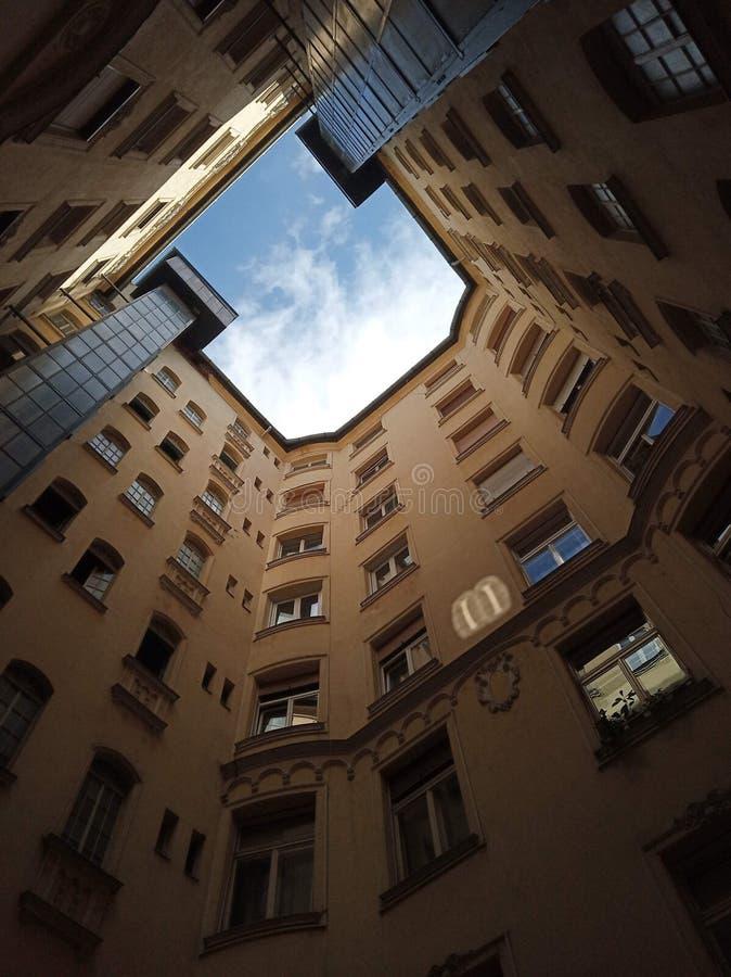 Interior constructivo, mirando para arriba fotos de archivo