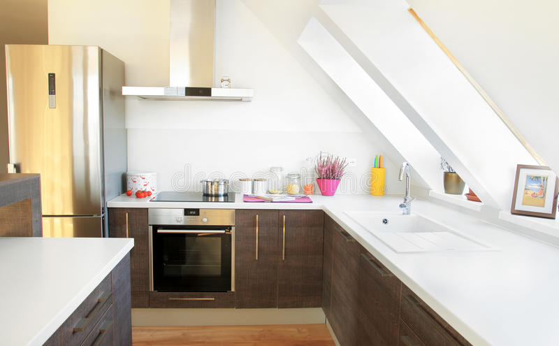 Interior contemporáneo brillante de la cocina imagen de archivo libre de regalías