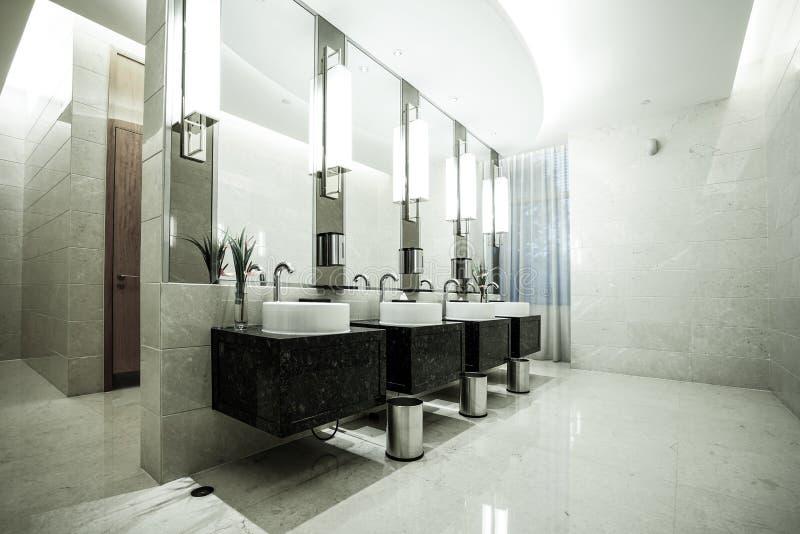 Interior contemporâneo do toalete público imagem de stock royalty free