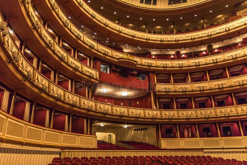 Interior da ópera do estado de Viena imagens de stock