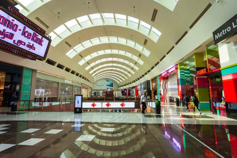 Interior da alameda de Dubai em Dubai, UAE imagens de stock royalty free
