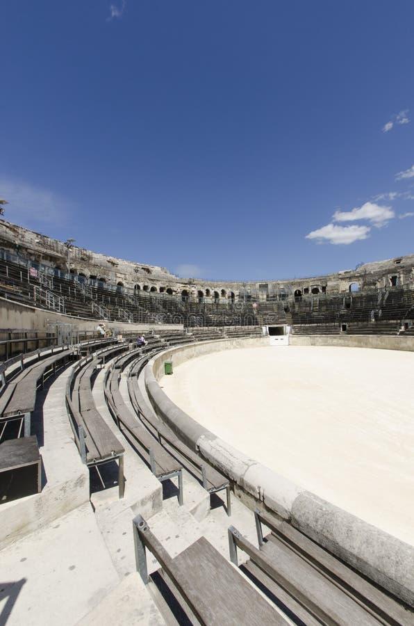 Interior da arena de Nimes em França do sul foto de stock royalty free