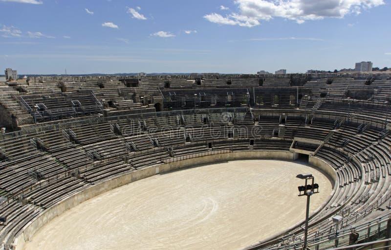 Interior da arena de Nimes em França do sul imagens de stock royalty free