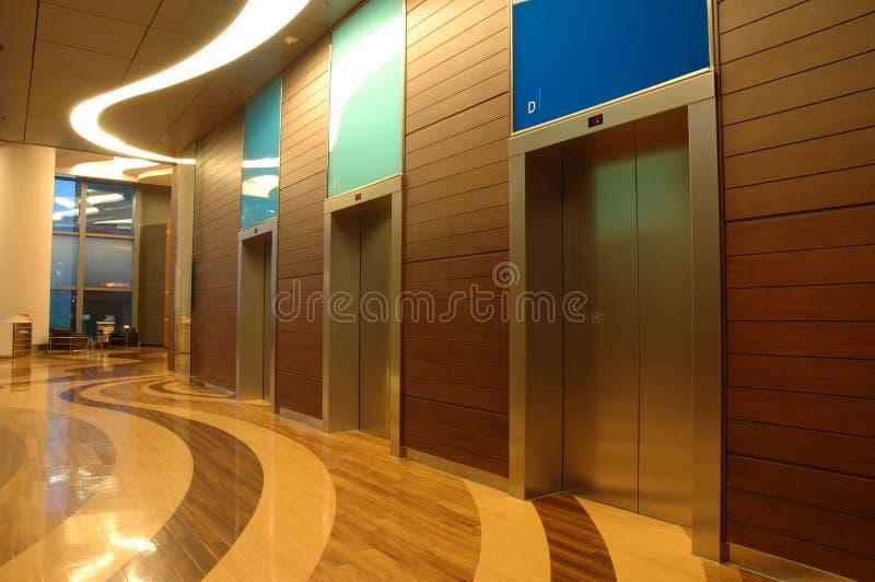 Interior da arquitetura do edifício do negócio imagens de stock