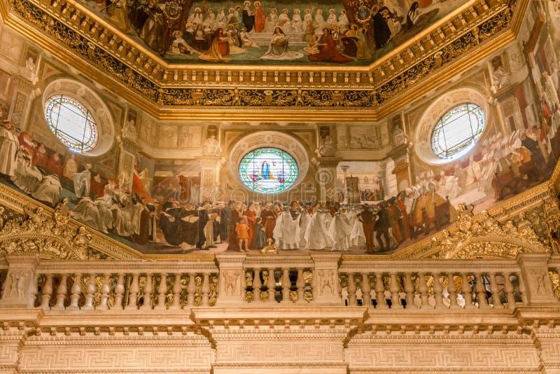 Interior da basílica de Santa Casa, o santuário da casa santamente da Virgem Maria O santuário é th imagens de stock
