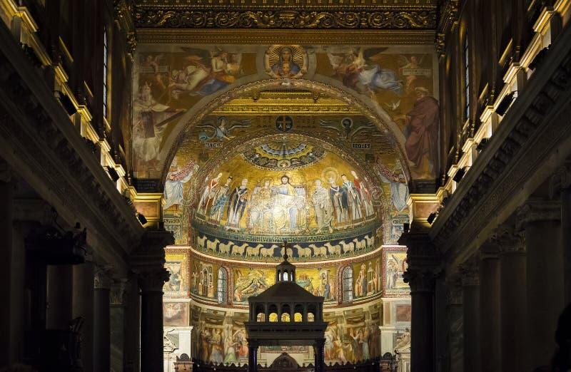 Interior da basílica de Santa Maria em Trastevere em Roma imagens de stock royalty free