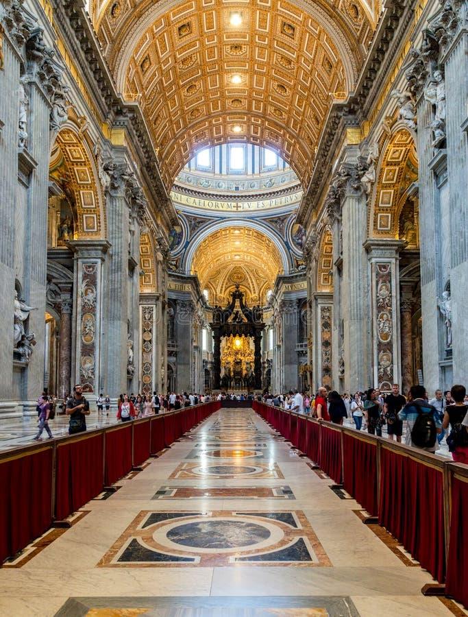 Interior da basílica de St Peter em Cidade Estado do Vaticano fotografia de stock royalty free