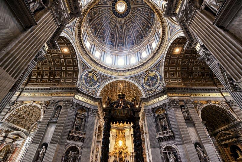 Interior da basílica do St Peter em Roma foto de stock royalty free
