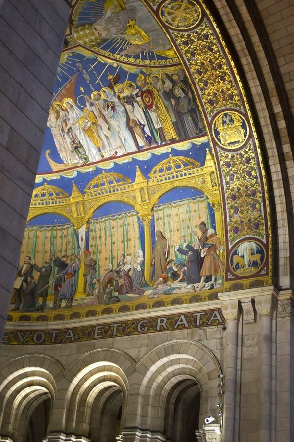 Interior da Basílica Sagrada Coeur com inspiração: Ao Sagrado Coração de Jesus de uma feroz, arrependido e grato fotografia de stock