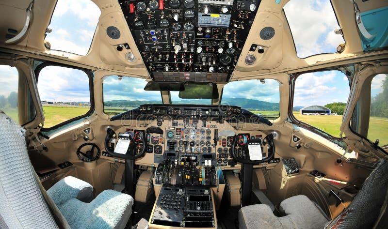 Interior da cabina do piloto de aviões do avião de passagem do vintage fotografia de stock royalty free