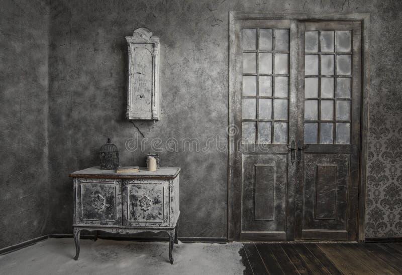 Interior da casa abandonada velha fotos de stock royalty free