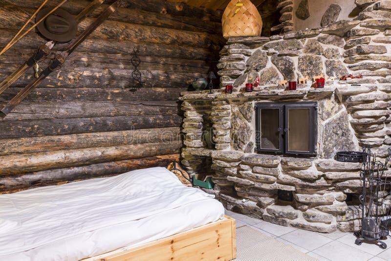 Interior da casa de campo de Lapland em Finlandia imagem de stock