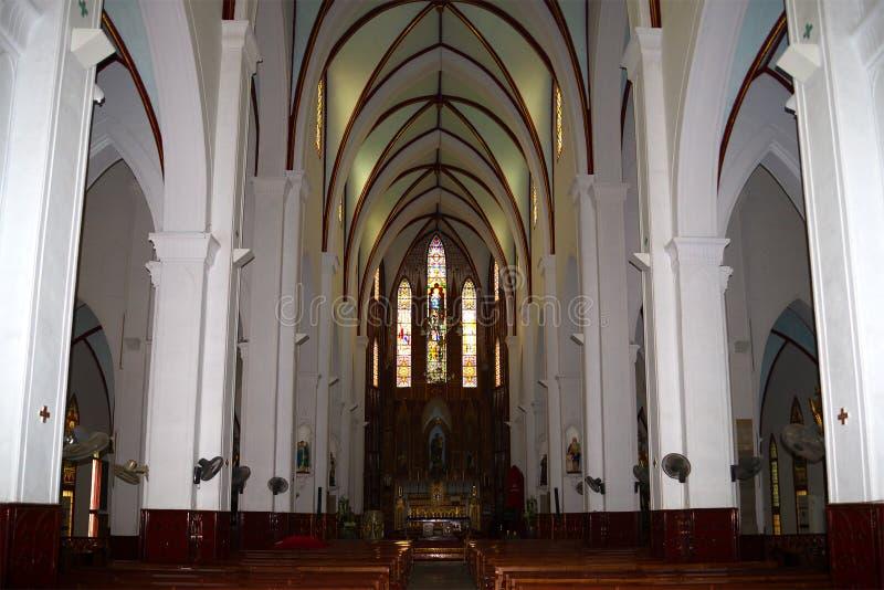 Interior da catedral católica antiga de St Joseph Hanoi, Vietnam fotografia de stock