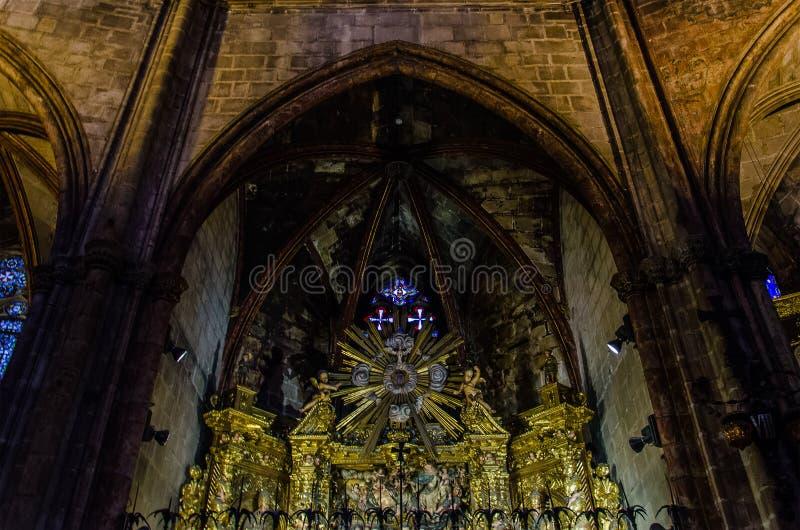 Interior da catedral de Barcelona no quarto g?tico fotos de stock royalty free