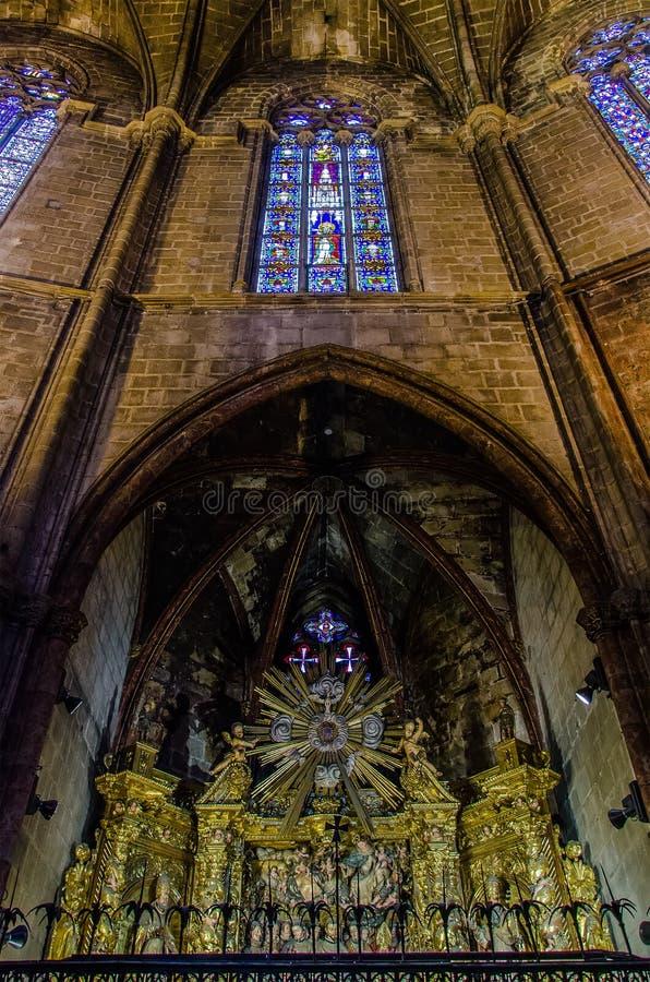Interior da catedral de Barcelona no quarto g?tico imagem de stock