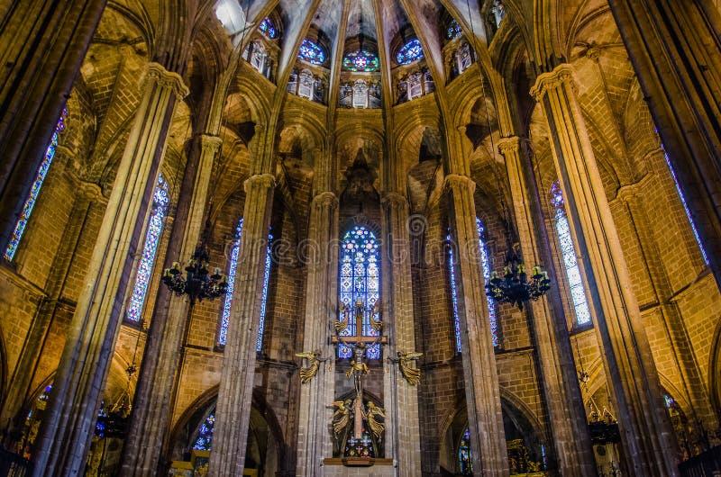 Interior da catedral de Barcelona no quarto g?tico imagem de stock royalty free