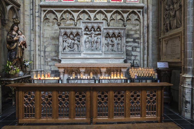 Interior da catedral de Bruxelas em Bruxelas, Bélgica imagem de stock