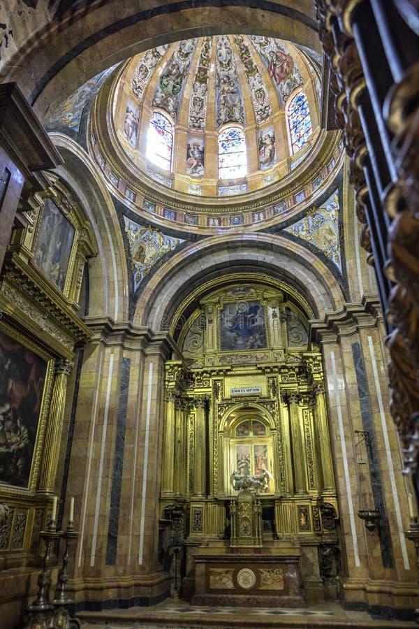 Interior da catedral de Cuenca, capela de Nuestra Señora d fotografia de stock royalty free