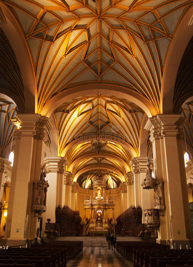 Interior da catedral de Lima fotos de stock royalty free