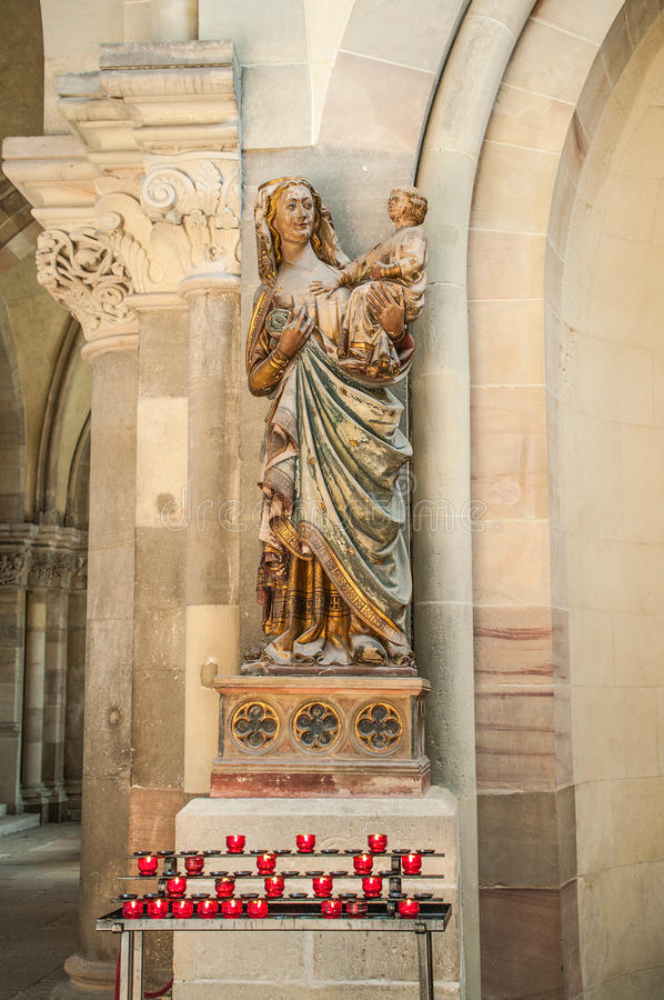 Interior da catedral de Magdeburgo, Magdeburgo, Alemanha imagens de stock royalty free