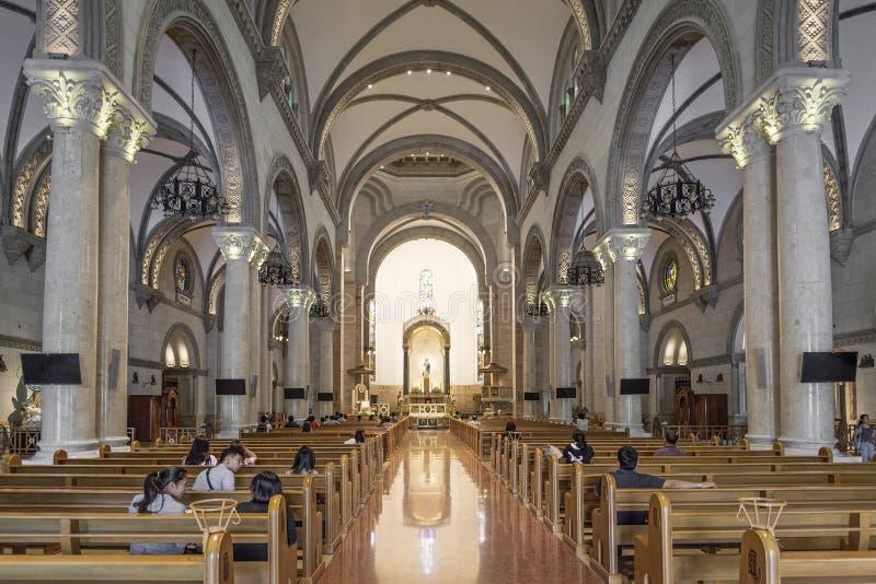 Interior da catedral de Manila em Filipinas imagens de stock