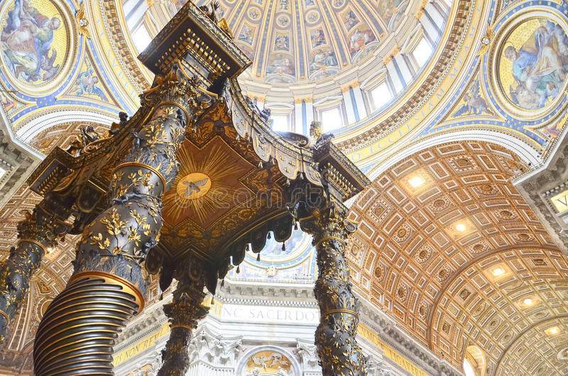 Interior da catedral de Peter de Saint em Vatican foto de stock royalty free