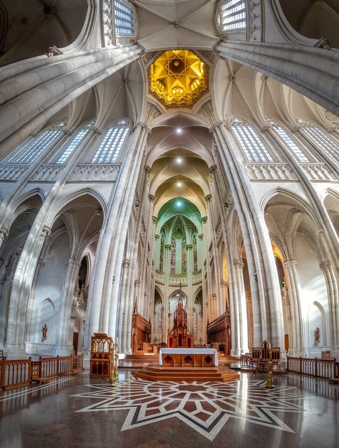Interior da catedral de Plata do La - La Plata, província de Buenos Aires, Argentina fotografia de stock royalty free