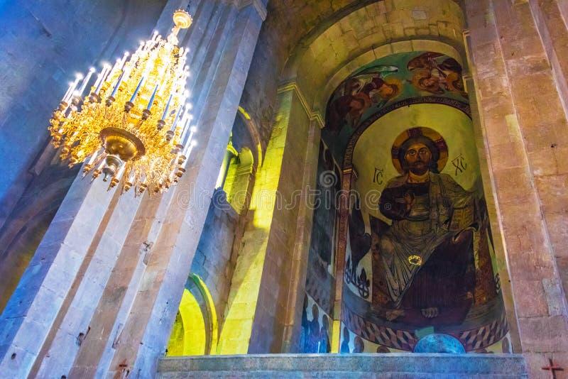 Interior da catedral de Svetitskhoveli em Mtskheta, Geórgia fotos de stock