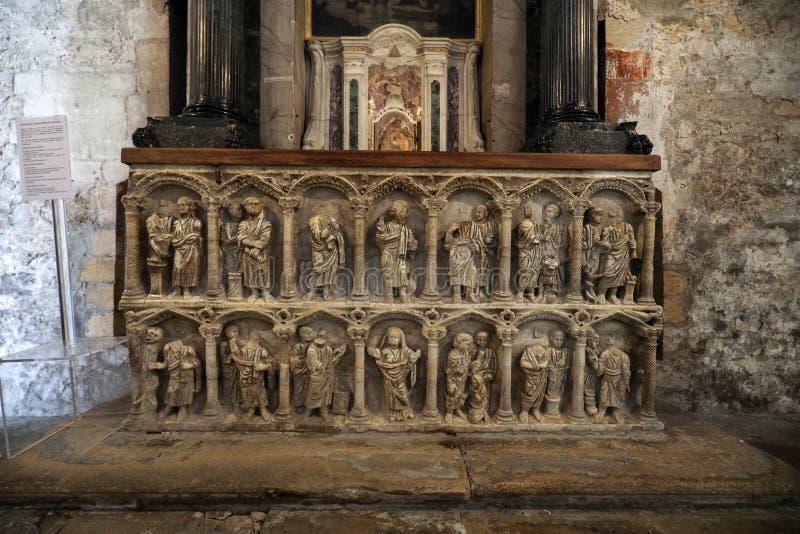 Interior da catedral de Trophime de Saint em Arles, Fran?a Bouches-du-Rhone, Fran?a imagens de stock
