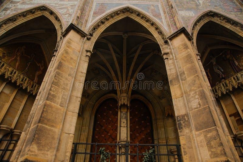 Interior da catedral da igreja imagens de stock royalty free