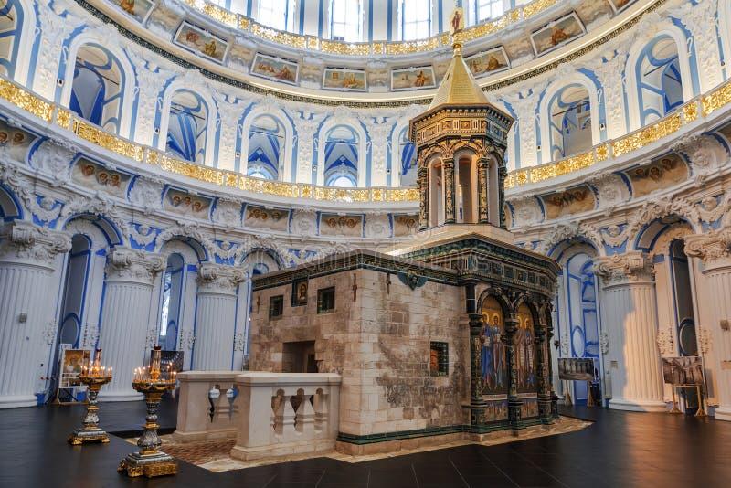 Interior da catedral da ressurreição do monastério masculino stavropegial do Novo-Jerusalém de Voskresensky, Istra, região de Mos fotografia de stock