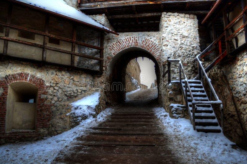 Interior da citadela de Rasnov em um dia de inverno imagens de stock royalty free