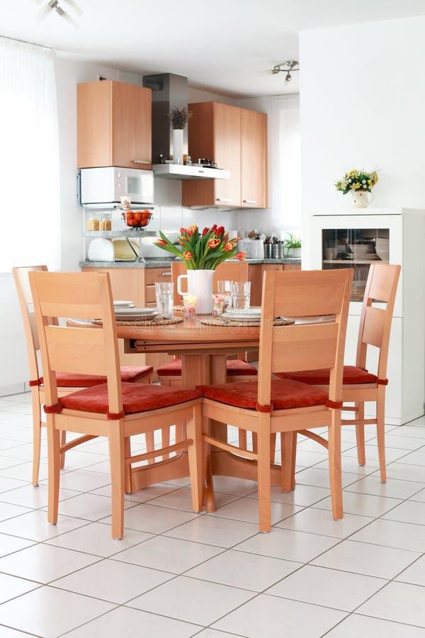 Interior da cozinha e da sala de jantar imagens de stock royalty free