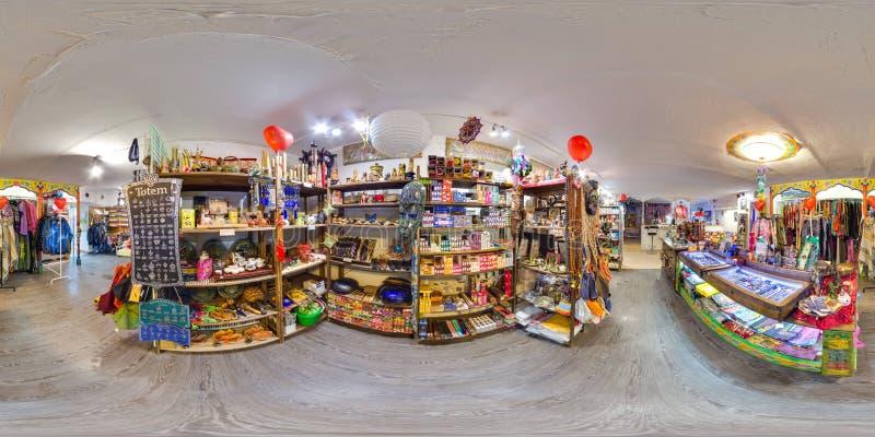 Interior da eco-loja com roupa e artigos da ioga panorama 3D esférico com ângulo de visão de 360 graus apronte para a realidade v imagens de stock