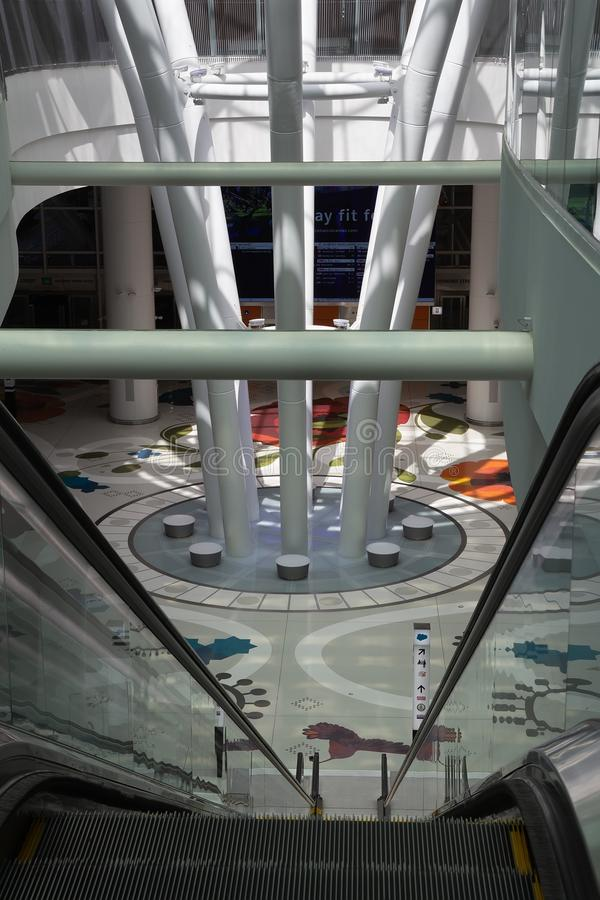 Interior da entrada de San Francisco Salesforce Transit Center fotografia de stock