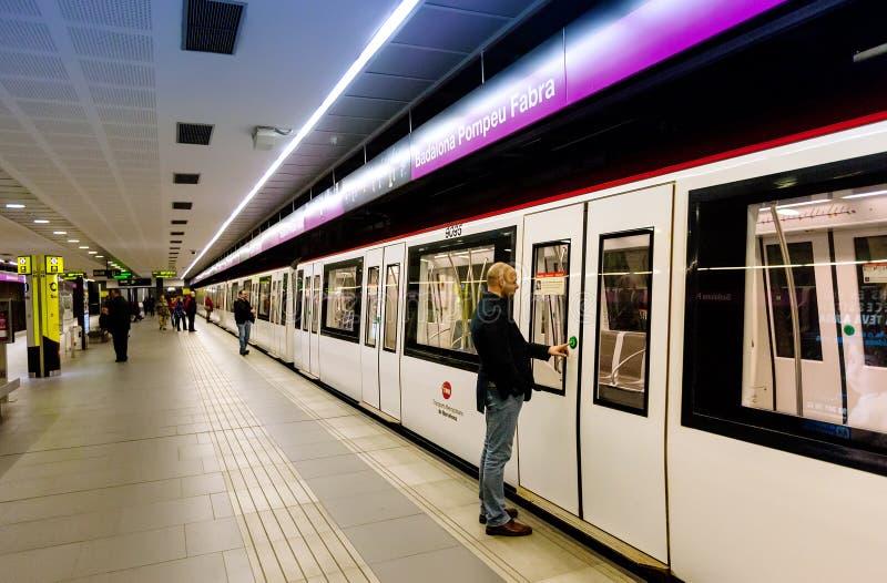 Interior da estação de metro Badalona Pompeu Fabr imagens de stock royalty free