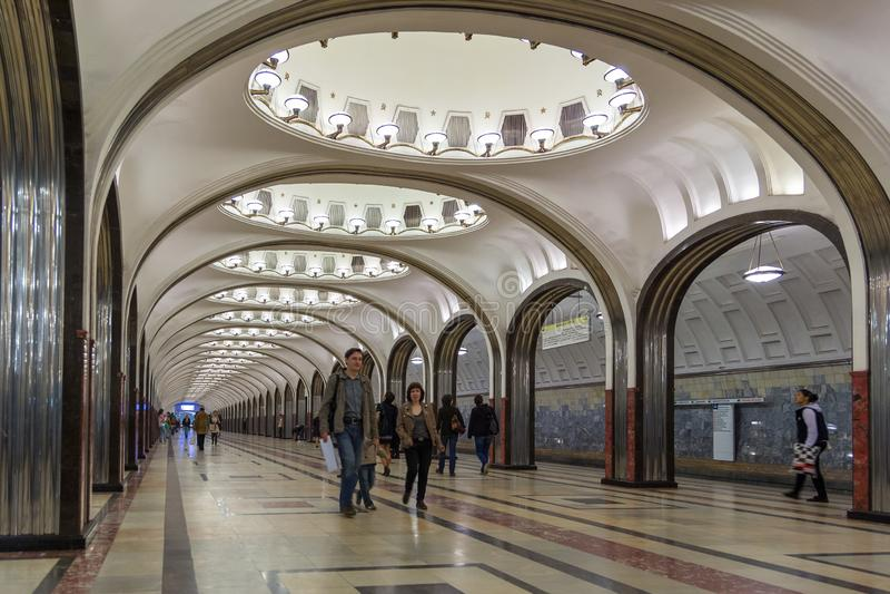 Interior da estação de metro Mayakovskaya em Moscou, Rússia fotografia de stock