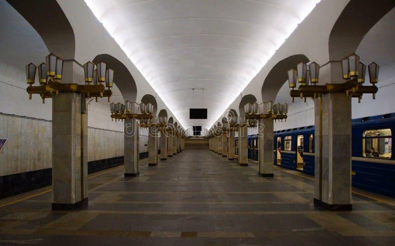 Interior da esta??o de metro de Pushkinskaya em Minsk fotos de stock