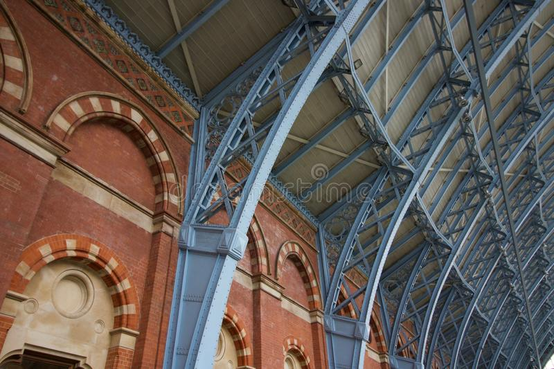 Interior da estação de St Pancras em Londres, Inglaterra - imagem - 5 de maio de 2019 fotos de stock