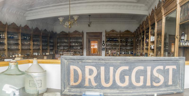 Interior da farmácia do vintage fotografia de stock royalty free