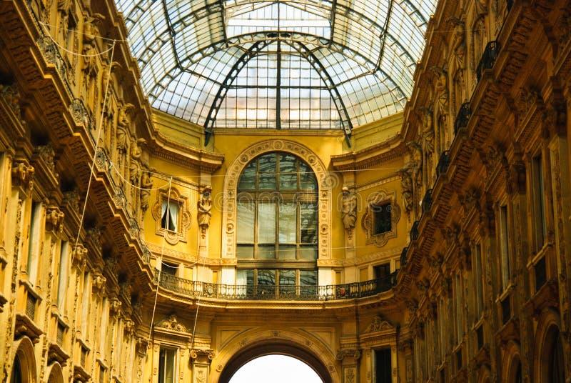 Interior da galeria de Vittorio Emmanuele, Milão, Italy imagens de stock